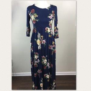 Stunning dark blue floral print maxi dress 👗